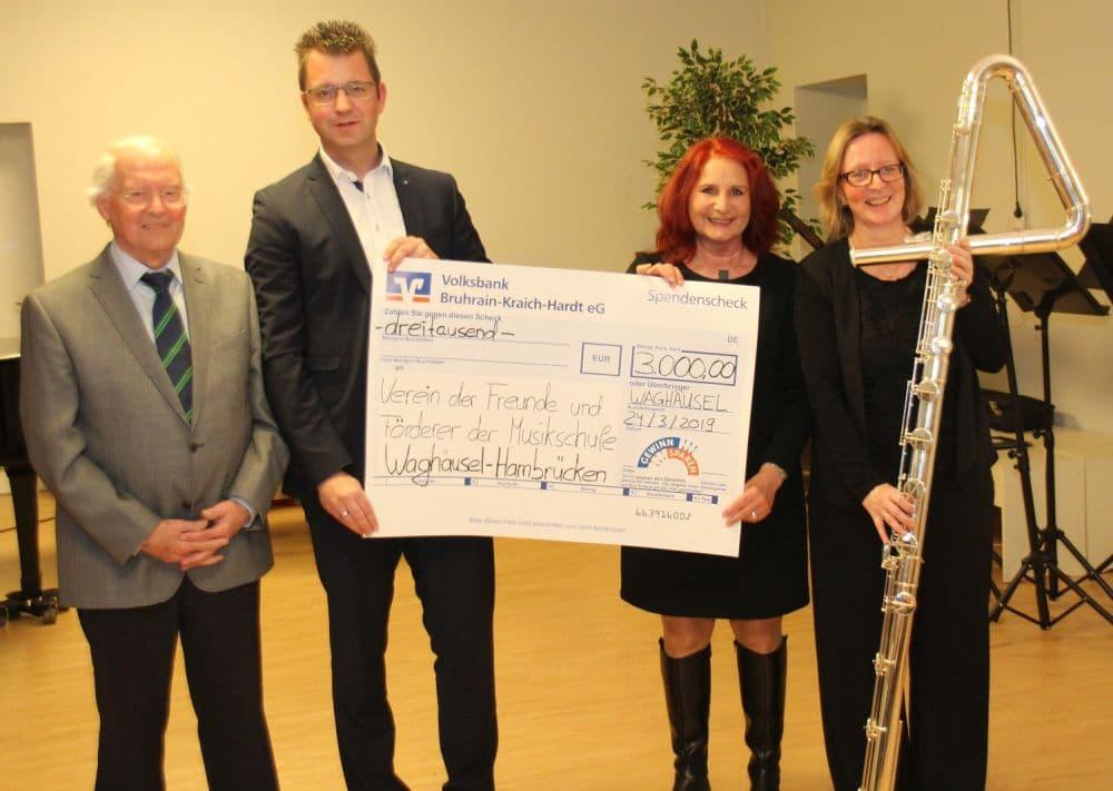 Großzügige Spende der Voba Bruhrain-Kraich-Hardt für Kontrabassflöte